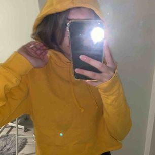Skön hoodie från hm. Använder inte längre:/ frakt tillkommer!