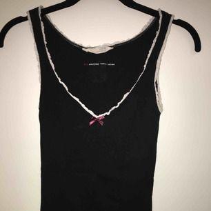 Super gulligt populärt linne från Odd Molly💋 Köpt på NK för 595kr ⭐️ Frakt tillkommer💌