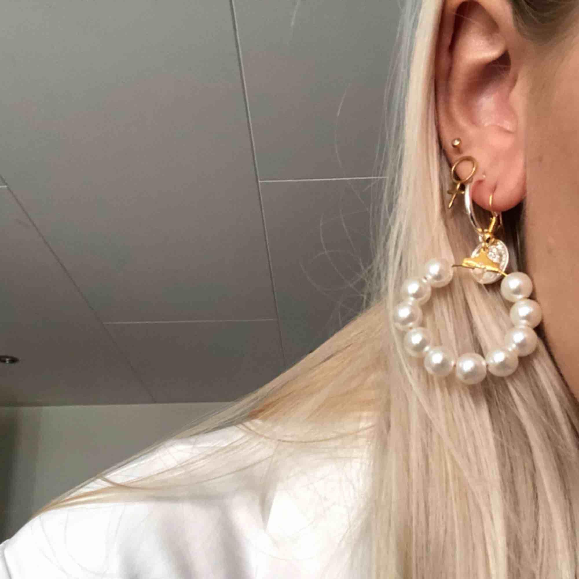 Helt nya örhängen, plastpärlor 💕 Passar till allt! 6 kr frakt. Accessoarer.