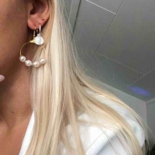 Helt nya örhängen, passar till allt! Plastpärlor 💕 6 kr frakt