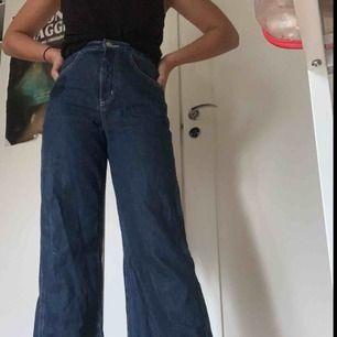 INTRESSEKOLL Funderad på att sälja mina raka jeans från weekday, och se hur mycket jag kan få för dom, så skriv gärna om du ör intresserad. Super bra kvalitet använda ca 3 gånger  Ny pris:500kr