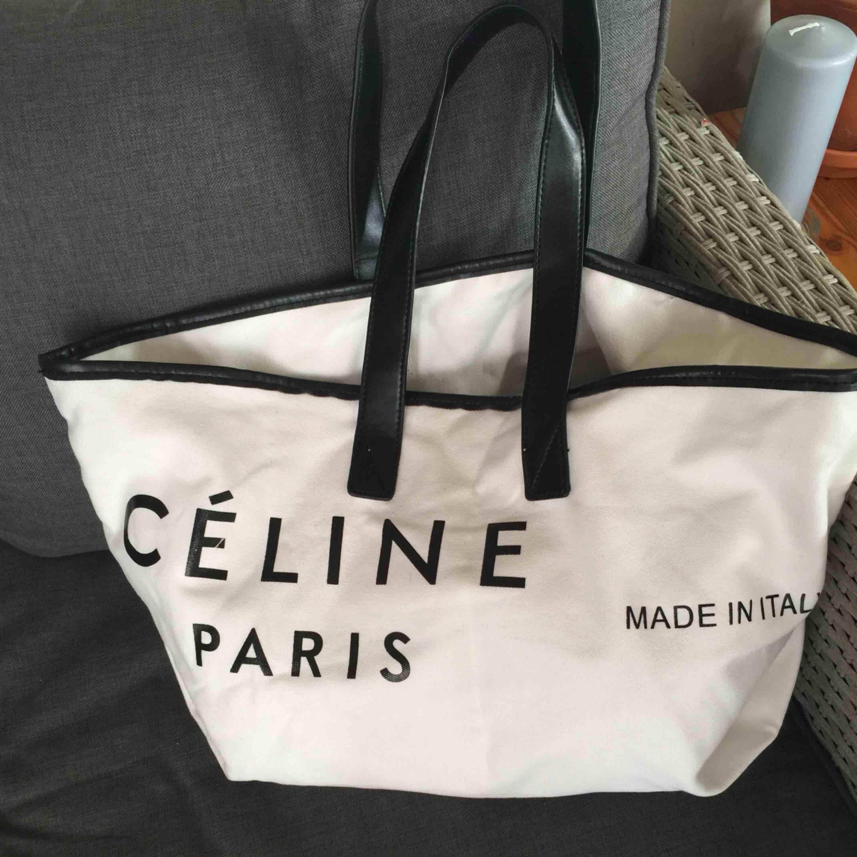 Celine canvas bag i gott skick Endast seriösa köpare Tack. Väskor.