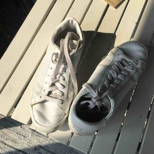 Adidas skor i bra skick🧚🏼♀️🧚🏼♀️