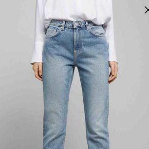 Weekday jeans i modellen Seattle (knappt använda). Köpta här på Plick men passade inte mig. Frakt tillkommer alt träffas i Malmö