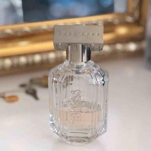 """Äkta parfym från Hugo boss, """"the scent"""". Flaskan är på 50ml, se vad som finns kvar!"""