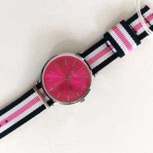 Oanvänd klocka, frakt ingår i priset 🌺