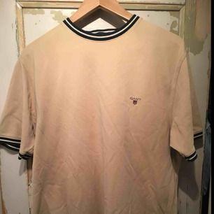 Vintage Beige GANT T-shirt. Lätt använd.