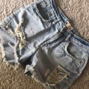 Jeansshorts från Gina Tricot  Strl 34