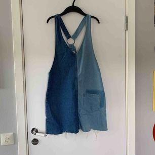 Jätte cool jeans klänning från hm