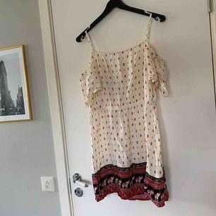 Skön klänning från hmXcoachella, väldigt liten i storleken