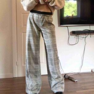 Skitsnygga byxor från H&M som jag köpte här på Plick i storlek s men skulle säkert kunna passa m också! Har själv xs och de var på tok för stora på alla håll. Därför måste jag tyvärr sälja😢inklusive frakt.