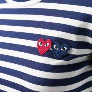 Comme des garcons långärmad tröja Endast prövad därmed så är den i nyskick. Mörkblå och vid randig
