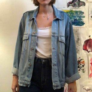 Stor jeansjacka i ljusblått!