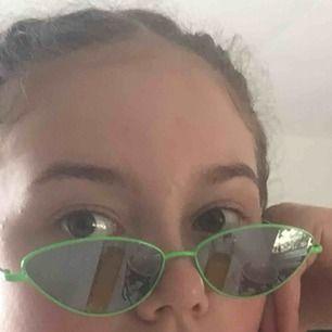 Super fina neon gröna glasögon från Carlings, litan defekt på ena glaset men inget som tänks på, frakt 16kr :)