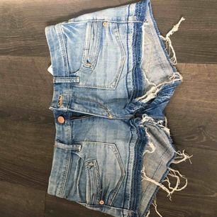 Jeansshorts stl 36, 50kr Köparen står för ev frakt 🌟