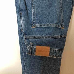 Weekday jeans, modell voyage. Säljer för att jag inte gillar passformen på mig själv. Köptes i våras för 500kr och är extremt sparsamt använda!