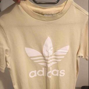 Adidas t-shirt. Köpt på adidas store.