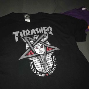 Så snygg Thrasher-tröja, knappt använd! Köpt för 600kr så sjukt bra pris! Jättebra skick, spårbar frakt inräknat i priset 💗