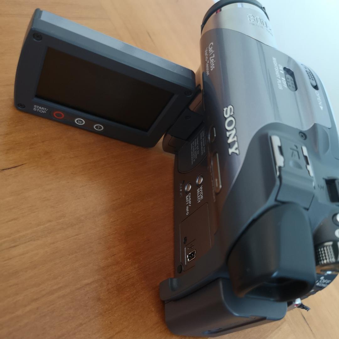 Sony video kamera, nästan oanvänt. Laddare och väska följer med. . Övrigt.