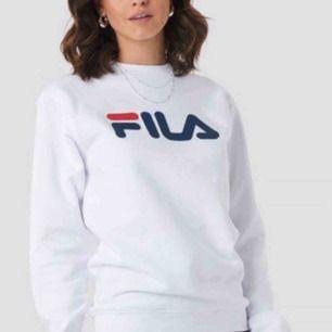 Super fin vit Fila tröja  Original pris 499kr Köparen står för frakt ellr så Möts jag upp