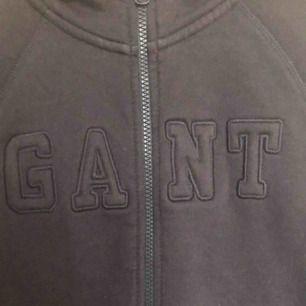Gant tröja med dragkedja. Ordinarie pris 1399kr.