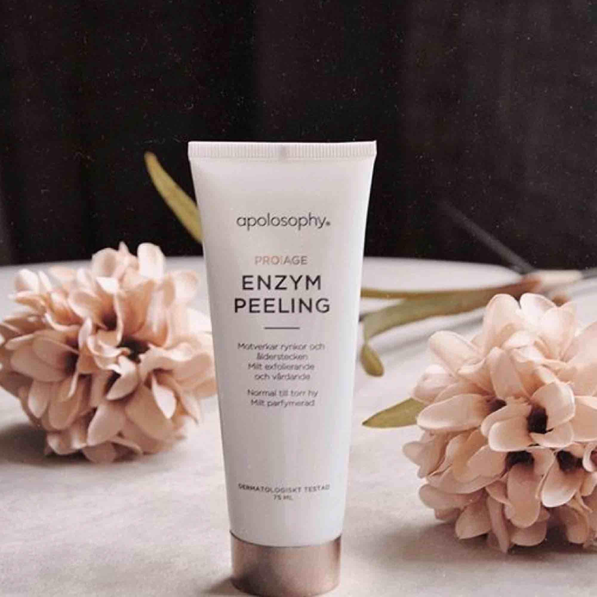 En super bra enzym peeling för den som vill rengöra huden på djupet, motverkar rynkor. Används 1-2 ggr i veckan.  Har använt den ca 2 ggr där av priset Frakt 18kr . Övrigt.