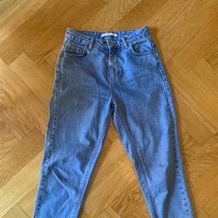 Mom jeans från zara. Sjukt snygga!! Tyvärr för små för mig därför jag säljer.
