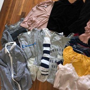 Paket med kläder  14plagg Vill gärna bli av med allt! Man kan köpa olika plagg alltså inte hela paketet utan kanske ett eller två plagg elr flera!