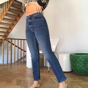 Sjukt snygga byxor från crocker🤩 aldrig använda och därmed inte slitna alls☺️ Hör gärna av dig om frågor om mått mm💓