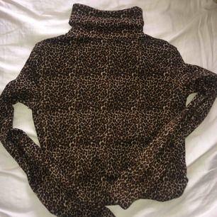 Polo i leopard från Zara! Frakt tillkommer 🖤