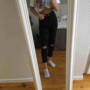 Nästintill oanvända svarta jeans från hm i storlekar 34, passar xs-s... köper står för frakt