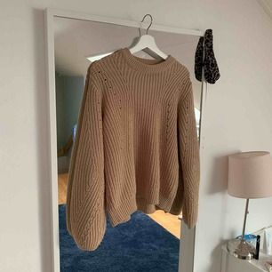 Supersnygg stickad tröja ifrån Gina tricot, säljer då jag inte har någon användning för den. Storlek M