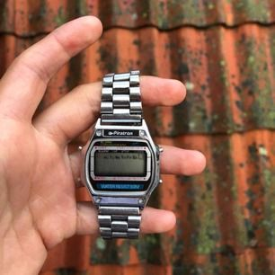 Vintage klocka från Piratron. Väldigt bra skick, och väldigt cool vintage-typ style.Storleken kan justeras.