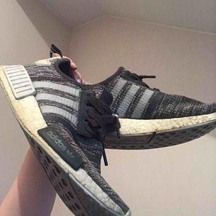 Adidas nmd r1'or i okej skick, det syns att de är använda men det är mest pga smuts. Fraktar ej, möter upp i Stockholm/Gävle