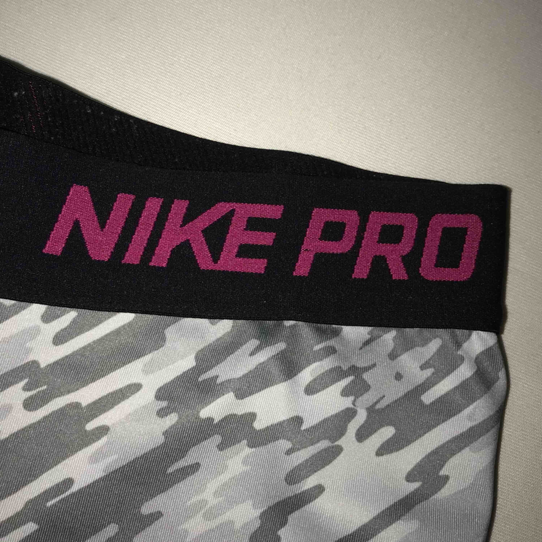 Träningsshorts ifrån Nike, använda väldigt få gånger. Shorts.