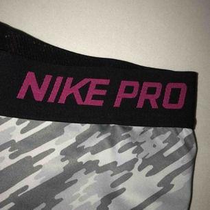 Träningsshorts ifrån Nike, använda väldigt få gånger