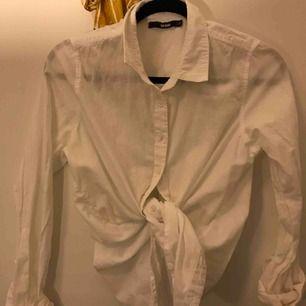 Helt ny skjorta i vitt ifrån bikbok. Köparen står för frakten❤️
