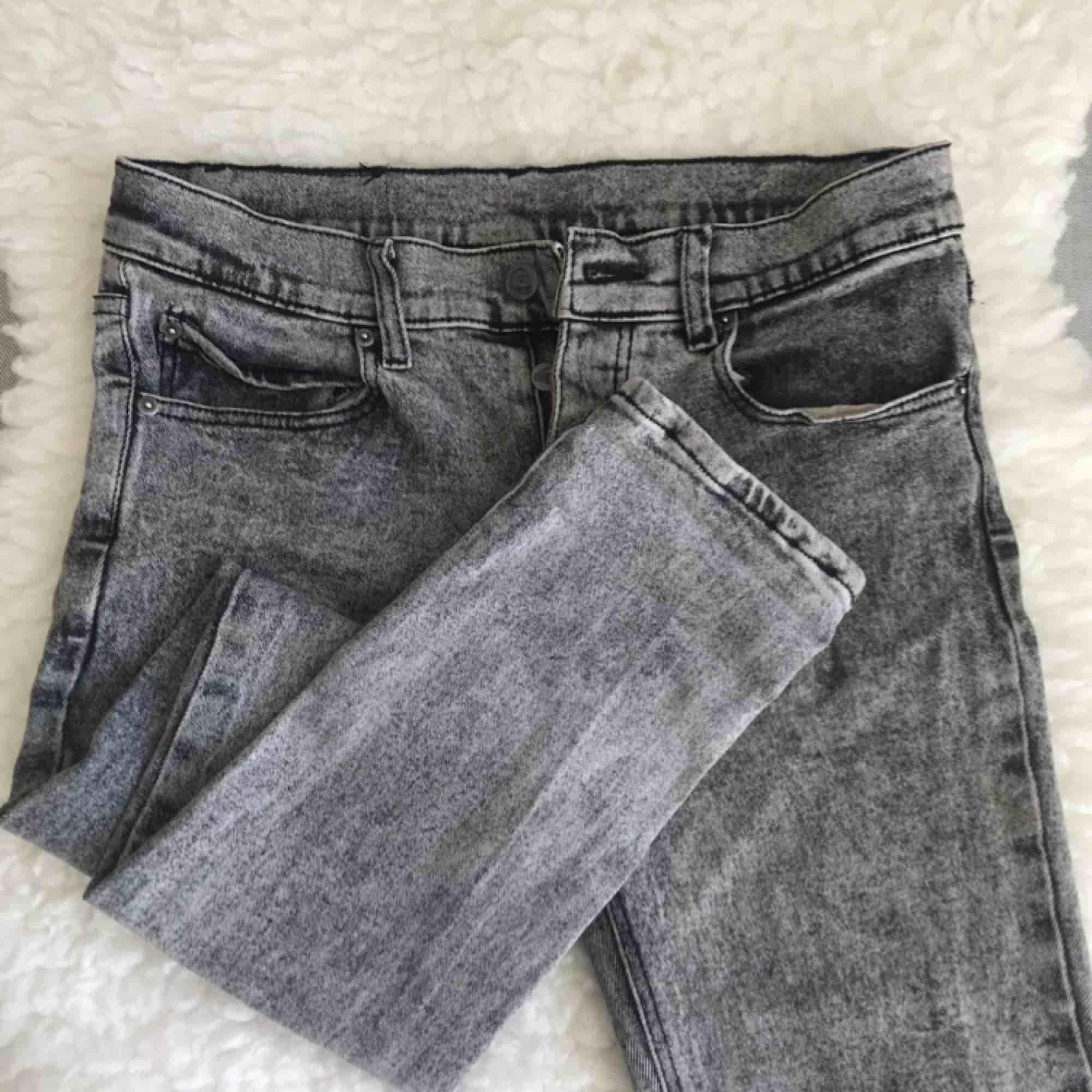 Stentvättade jeans från Cheap Monday, strl 30/32. Sparsamt använda så de är fint skick! Köparen står för frakten 💀. Jeans & Byxor.