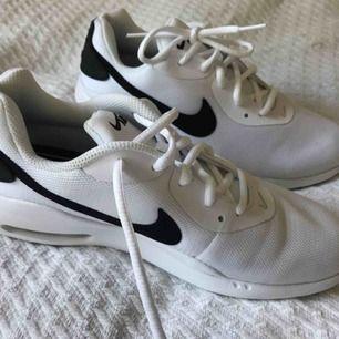 Nya nike air sneakers strl 38, använd en gång. Nypris 800 kr. Äkta såklart.
