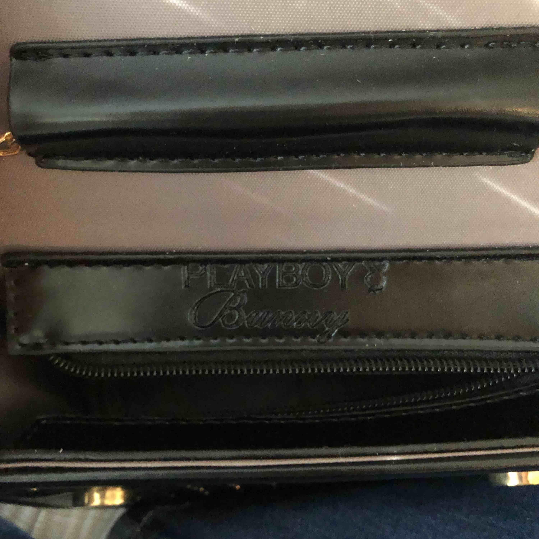 Jätte din väska från Playboy, HELT OANVÄND, pris går att diskutera!!! . Accessoarer.