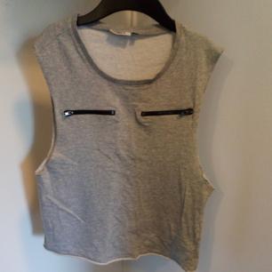 Grått linne från only I sweatshirt-material. Frakt tillkommer 🌼