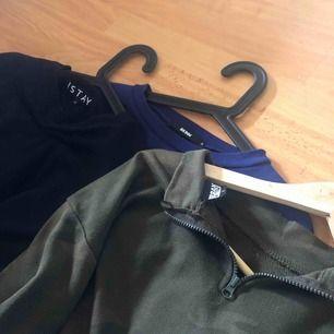 Tröjor som jag inte använder längre, alla i bra skick! Svart tröja med korsett från Carlings, vanlig blå tröja från BikBok & Grön tröja med dragkedjan i nacken från Junkyard. 60kr st o 50kr för frakt✨ kan fixa paketpris !
