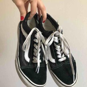 Säljer mina vans skor i befintligt skick