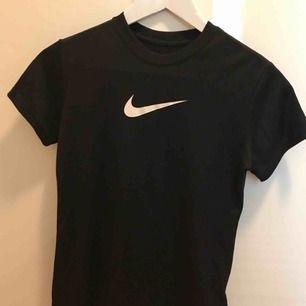 Träningströja från Nike i storlek 146-156 (12-13 år). Pris går att diskutera och om ni har några frågor är det bara att höra av er.
