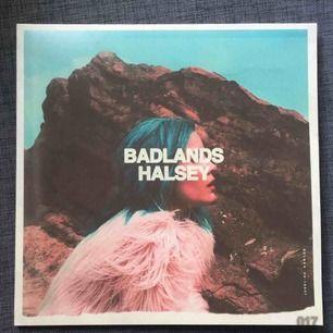Halsey, BADLANDS vinyl! Ett superfint album men som tyvärr ej lyssnas av mig längre. Möts endast (stockholm) för vinyler då jag inte vill riskera att den går sönder!