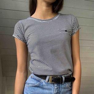 Söt tröja från forever21🍒 i bra skick då den sällan blev använd. Står att den är L men skulle säga att den mer är i strl XXS-S då den känns tight på mig som brukar vara s. Inkl frakt