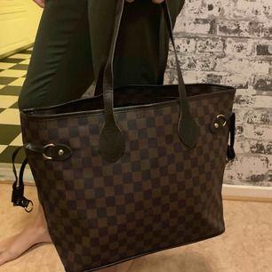 Louis Vuitton väska. Oanvänd och riktigt fint  —— OBS: KÖPAREN STÅ FÖR FRAKTEN!