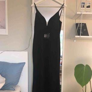 balklänning från nelly! köpte denna inför min bal i våras men den passade inte och hann ej skicka tillbaka den. nypris var 800 kr. OBS stor i storleken, skulle säga att den är 36/38