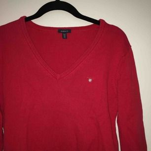 Stilren super snygg tröja från GANT i stl. M, sitter bra på mig som är en S💛 frakt tillkommer💌