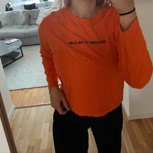 En orange långärmad tröja från Carlings. Endast använd 1 gång. Storlek S. Köparen står för frakten!
